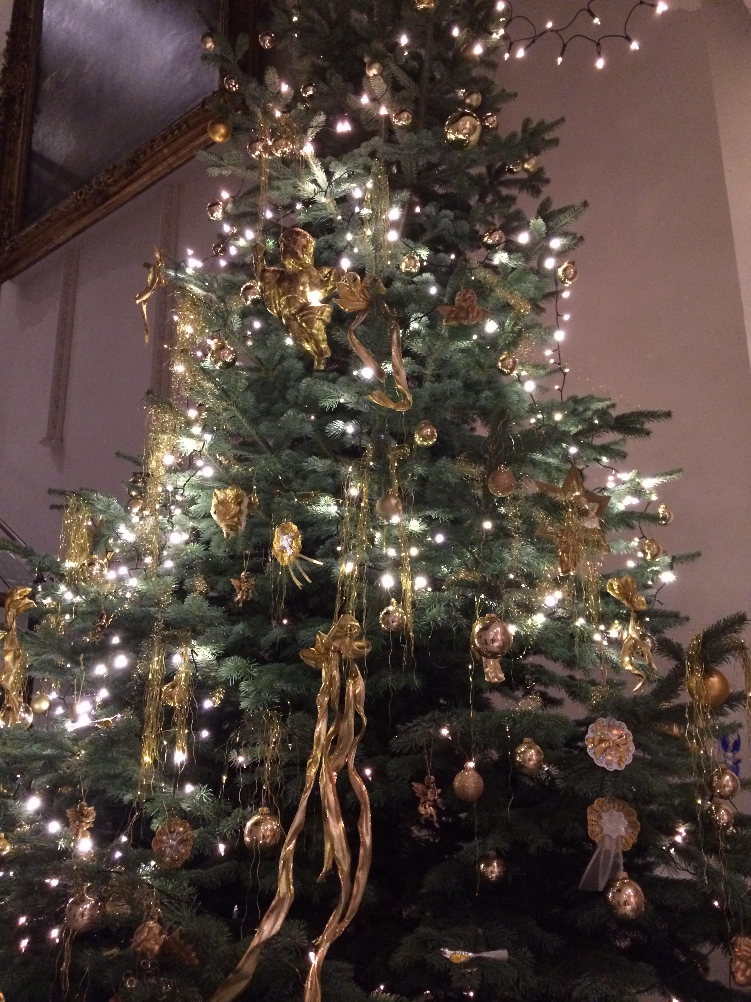Weihnachtsbaum Engelshaar.Weihnachtsausstellung Wenn Engelshaar Und Rauschgold Locken