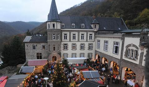 Weihnachtsmarkt auf Burg Brohleck am 1. Adventssamstag